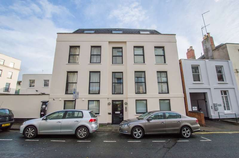 2 Bedrooms Flat for sale in Wellington Street, Cheltenham, GL50 1XY