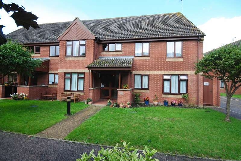 2 Bedrooms Flat for sale in Parkside Court, Diss