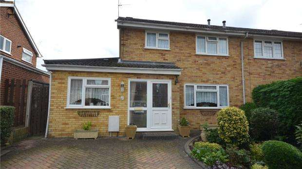 3 Bedrooms Semi Detached House for sale in Lymington Avenue, Yateley, Hampshire