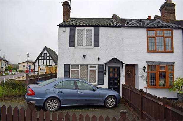 3 Bedrooms Cottage House for sale in Barnet Lane, Elstree, Hertfordshire