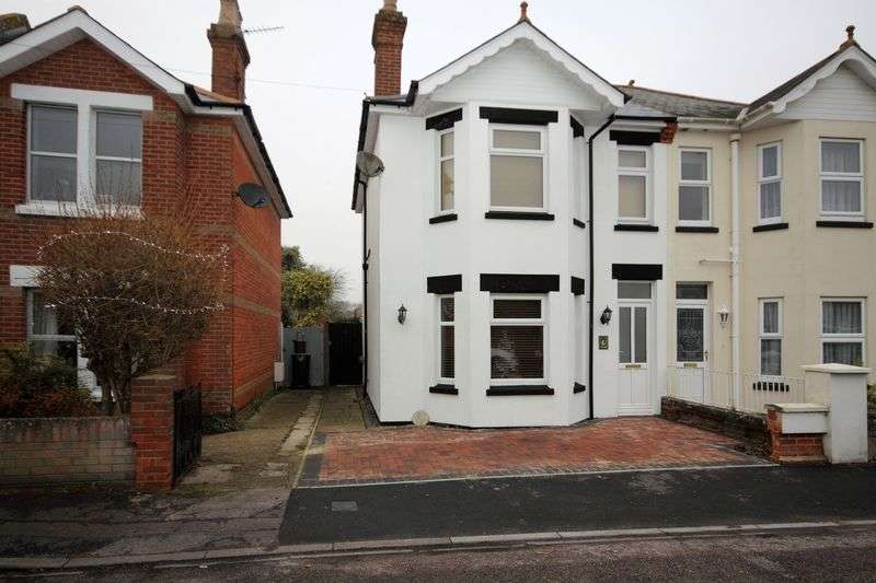 2 Bedrooms Semi Detached House for sale in Moffat Road, Christchurch