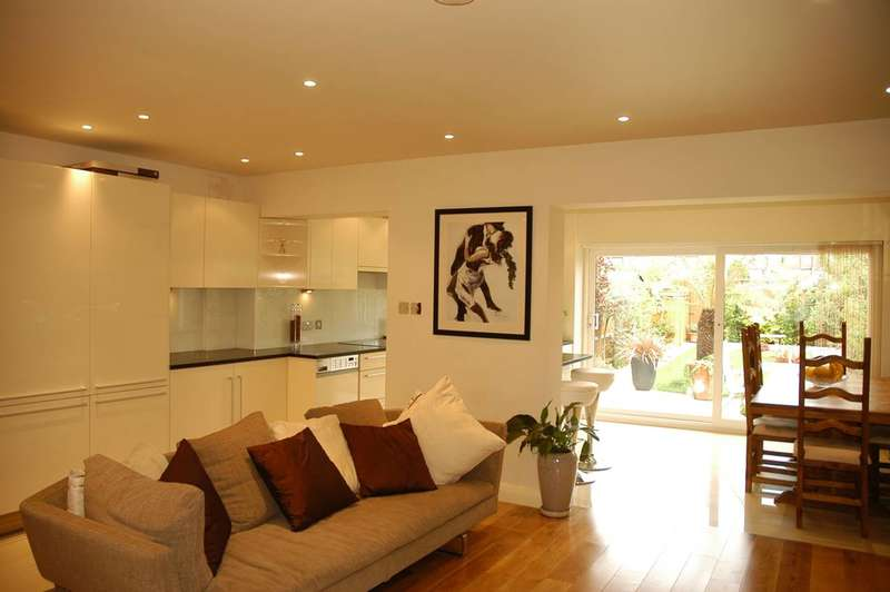 3 Bedrooms House for sale in Chalfont Way, Ealing, W13
