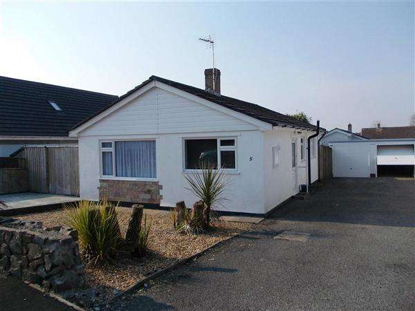 2 Bedrooms Bungalow for sale in St Leonards Avenue, Crundale, Haverfordwest