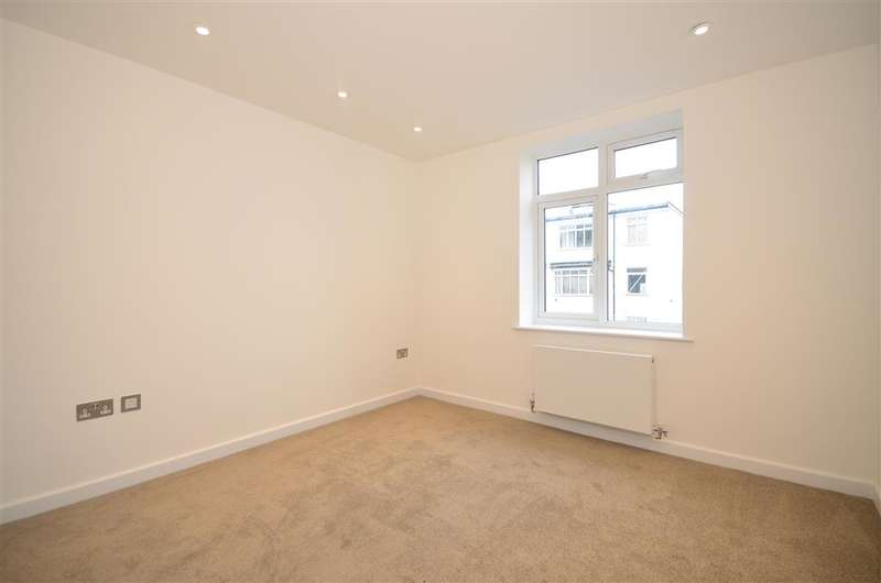 3 Bedrooms Flat for sale in Vicarage Road, Leyton