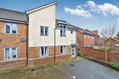 2 Bedrooms Maisonette Flat for sale in Kemsley Crescent, Broughton, Milton Keynes, Buckinghamshire