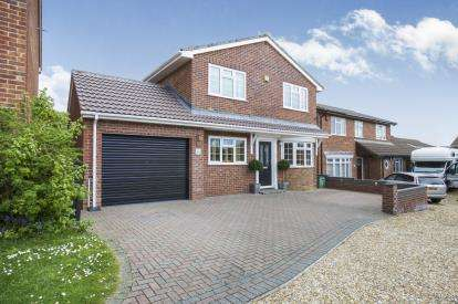 4 Bedrooms Detached House for sale in Langley, Southampton, Hampshire