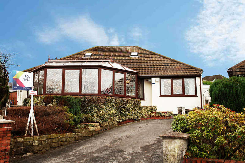 4 Bedrooms Detached Bungalow for sale in 10 Sholver Hill Close, Moorside