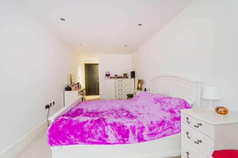 2 Bedrooms Flat for sale in Broadway, West Ealing, W13