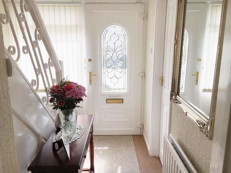 2 Bedrooms Semi Detached House for sale in BERKSHIRE CRESCENT, WOODS ESTATE, WEDNESBURY, WEST MIDLANDS, WS10 0ST