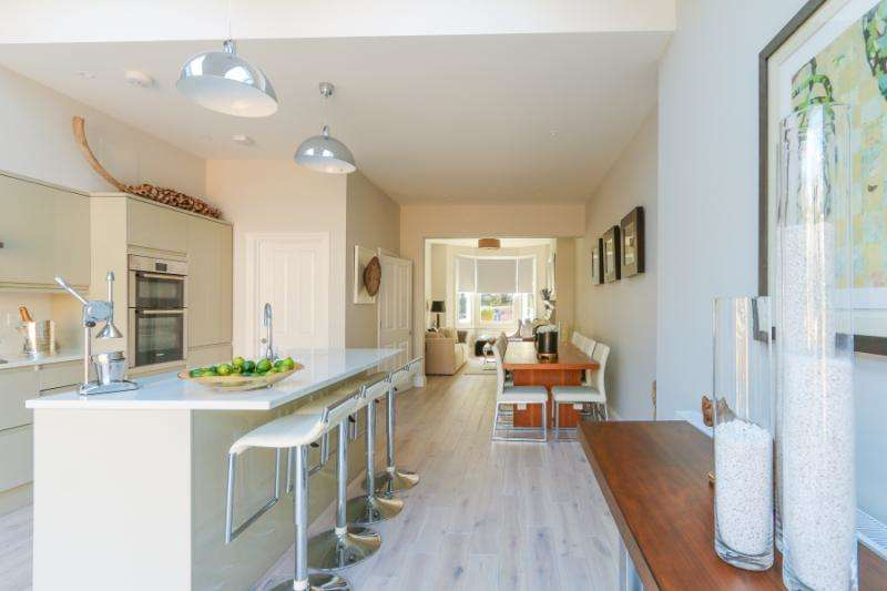 4 Bedrooms Terraced House for sale in Alverstone Avenue, London, SW19