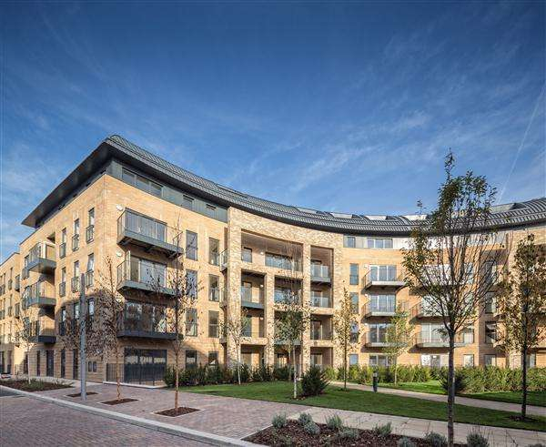 2 Bedrooms Flat for sale in Royal Cresent, Stanmore Place, Stanmore