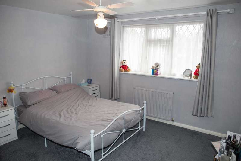 3 Bedrooms Terraced House for sale in Speedwell Avenue, Walderslade