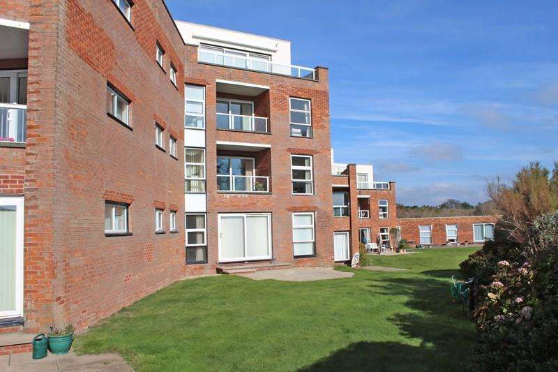 3 Bedrooms Flat for sale in Pless Road, Milford On Sea, Lymington