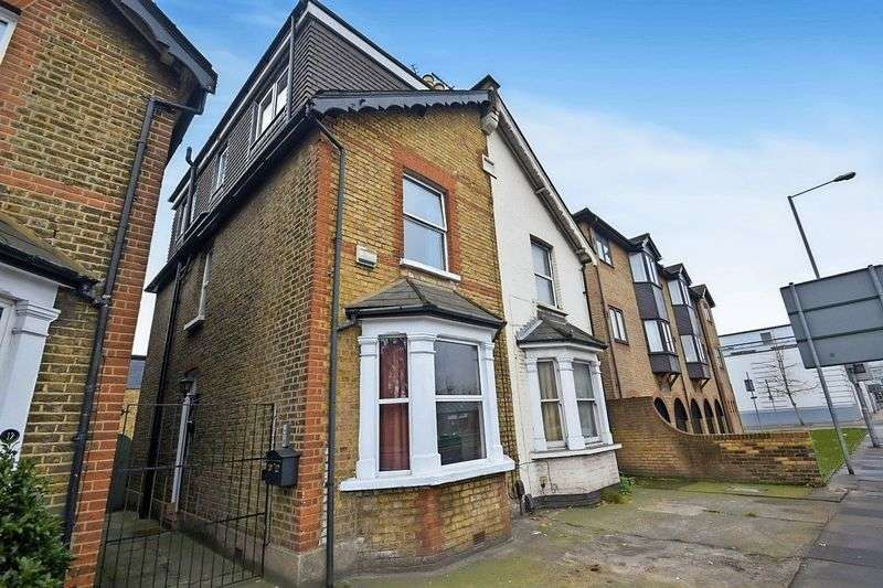 5 Bedrooms Semi Detached House for sale in Cromwell Road, KT2 6RE