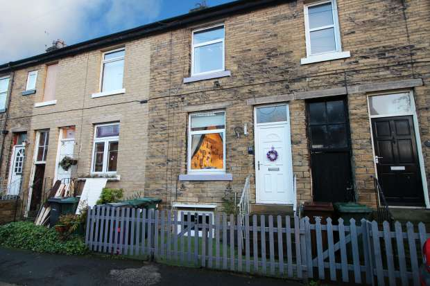 3 Bedrooms Terraced House for sale in Shaftesbury Avenue, West Yorkshire, BD18 2JX