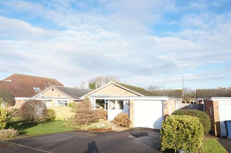3 Bedrooms Detached Bungalow for sale in Far Sandfield, Churchdown, Gloucester