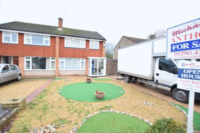 3 Bedrooms Semi Detached House for sale in Connaught Road, Aylesbury