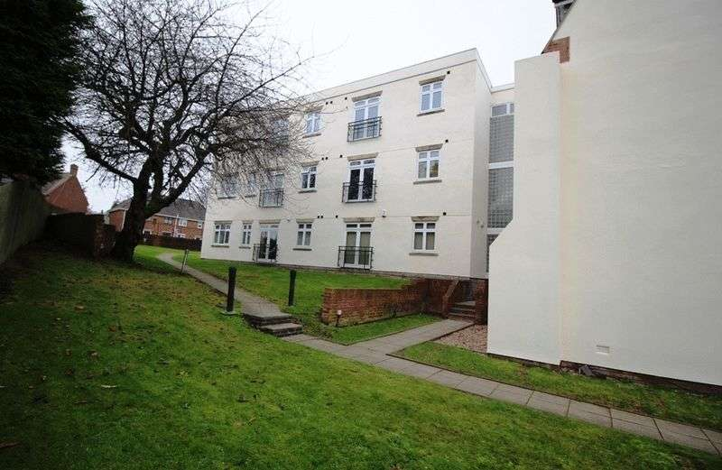 2 Bedrooms Flat for sale in Ettingshall Road, Coseley