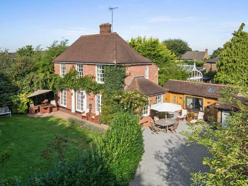 4 Bedrooms Detached House for sale in West End Lane, West End, Esher