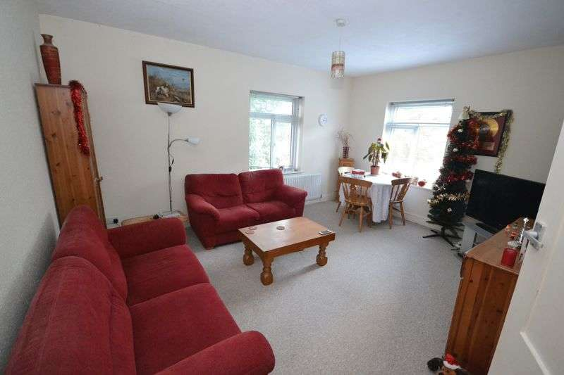 3 Bedrooms Flat for sale in Surrey Road, Branksome, Poole