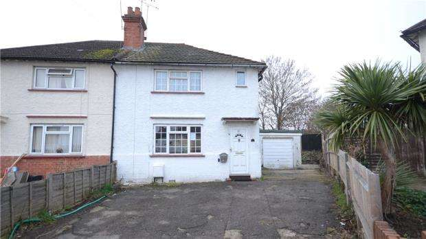3 Bedrooms Semi Detached House for sale in Harrow Close, Maidenhead, Berkshire