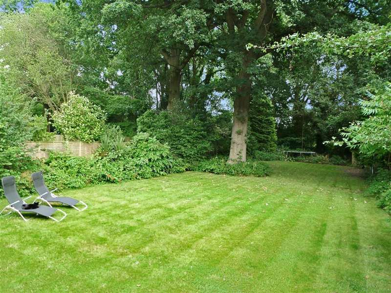 4 Bedrooms Detached House for sale in London Road South, Merstham, Surrey