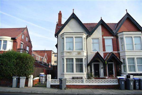 6 Bedrooms Commercial Property for sale in Park Road, Blackpool
