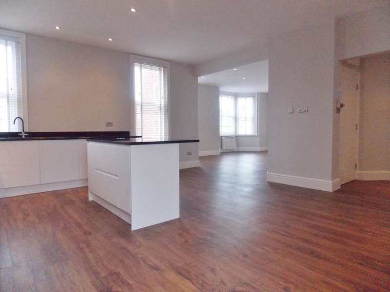 3 Bedrooms Apartment Flat for sale in Bath Road, Old Town, Swindon, Wiltshire, SN1 4AX