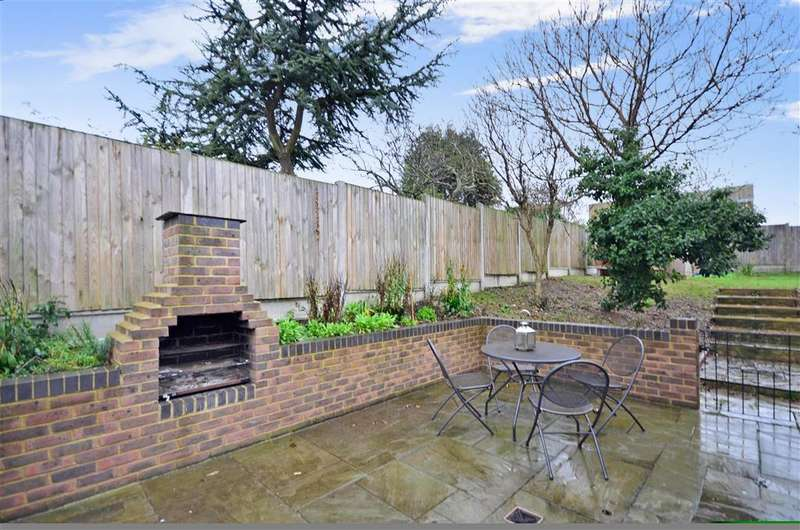 2 Bedrooms Detached Bungalow for sale in Seacroft Road, Broadstairs, Kent