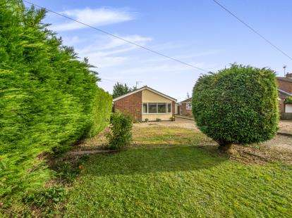 4 Bedrooms Bungalow for sale in Dereham, Norfolk