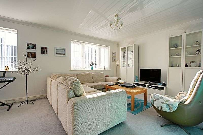 3 Bedrooms Detached Bungalow for sale in Park Avenue, Withernsea
