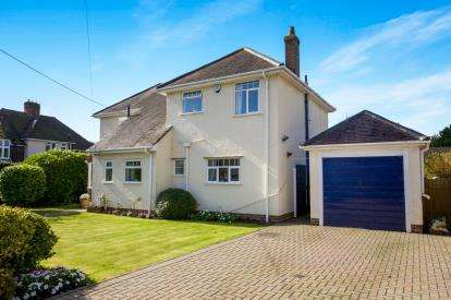 4 Bedrooms Detached House for sale in New Milton, Hampshire