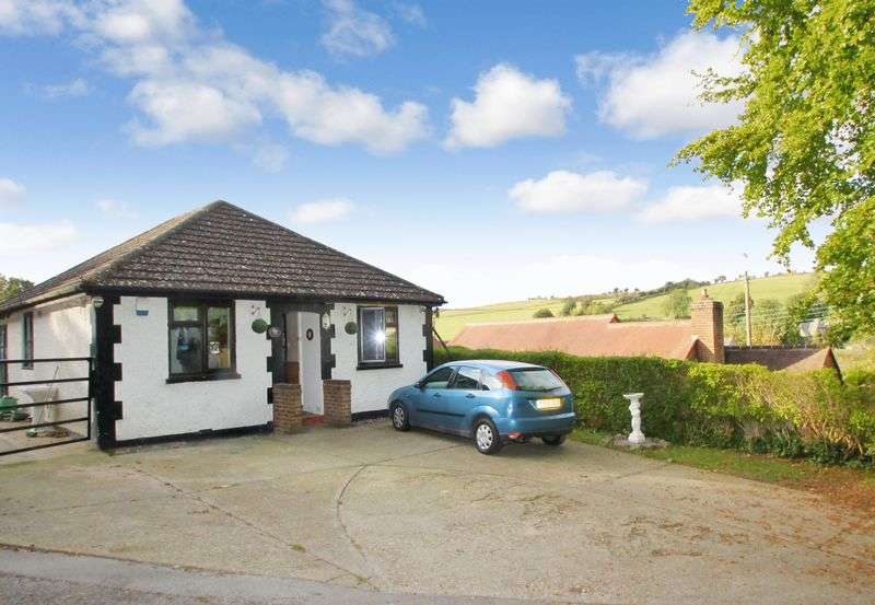 2 Bedrooms Detached Bungalow for sale in Lydden