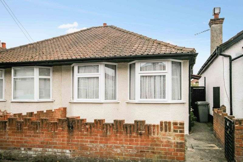 2 Bedrooms Semi Detached Bungalow for sale in Rugby Avenue, Wembley