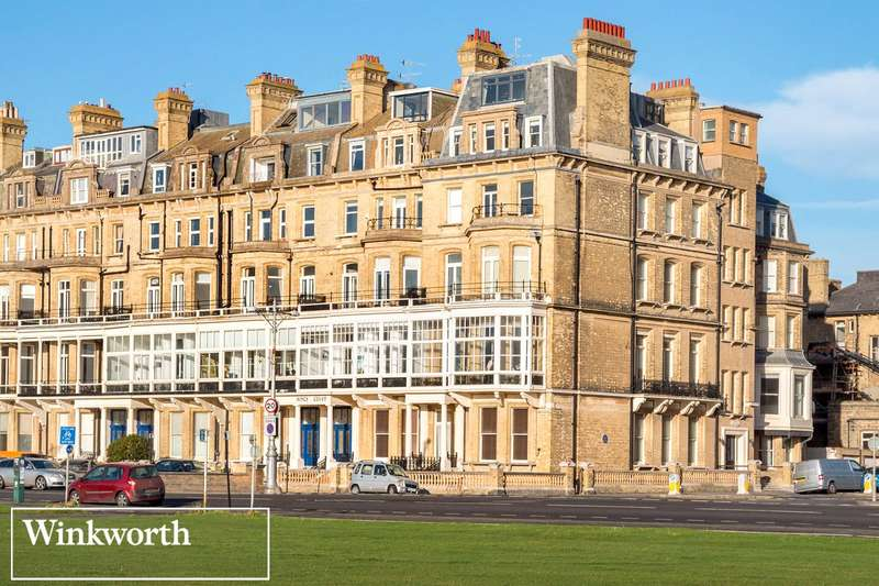 2 Bedrooms Flat for sale in Royal Court, 8 Kings Gardens, Hove, East Sussex, BN3