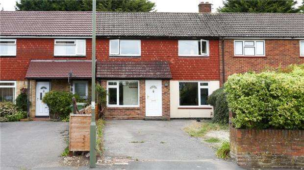 3 Bedrooms Terraced House for sale in Mitcham Road, Camberley, Surrey