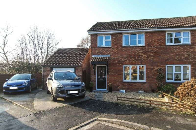 3 Bedrooms Semi Detached House for sale in Baker Close, Clevedon