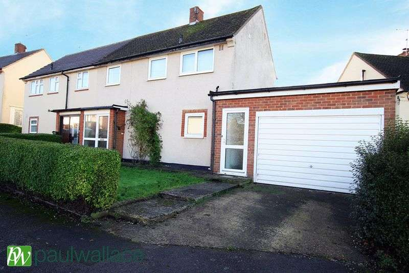 2 Bedrooms Semi Detached House for sale in Parkfields, Roydon