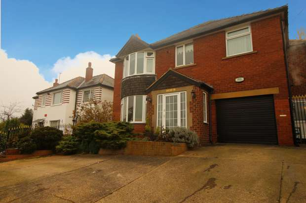 4 Bedrooms Detached House for sale in Baghill Road, Wakefield, West Yorkshire, WF3 1DG