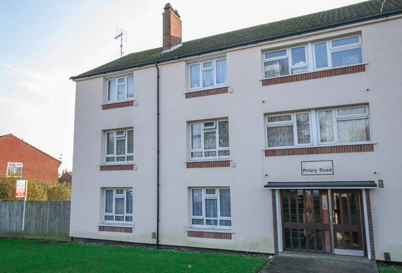 3 Bedrooms Flat for sale in Priory Road, Burnham