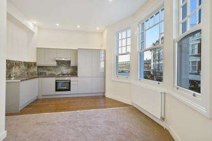 1 Bedroom Flat for sale in Hillfield Park Mews, London