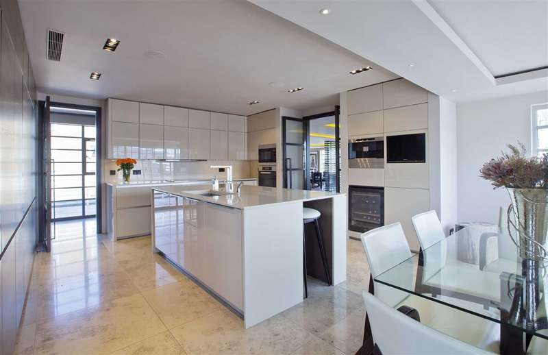 4 Bedrooms Flat for sale in Stockleigh Hall, London, NW8
