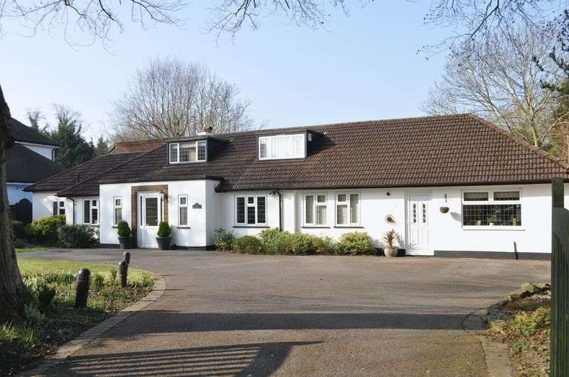 4 Bedrooms Detached Bungalow for sale in Ermyn Way, Leatherhead