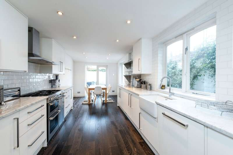 4 Bedrooms Terraced House for sale in Bennerley Road, London
