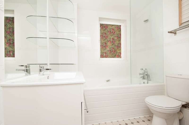3 Bedrooms Apartment Flat for sale in Pepper Street, London, London, E14