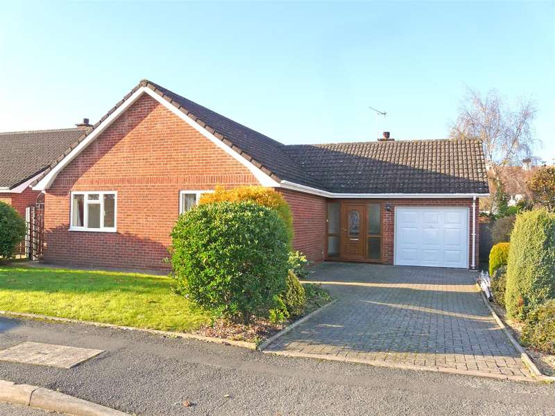 2 Bedrooms Detached Bungalow for sale in Yew Tree Gardens, Kings Acre, Hereford, HR4