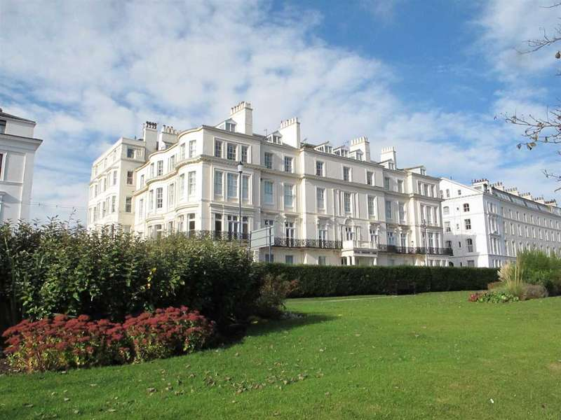 3 Bedrooms Apartment Flat for sale in Royal Crescent Court, Filey