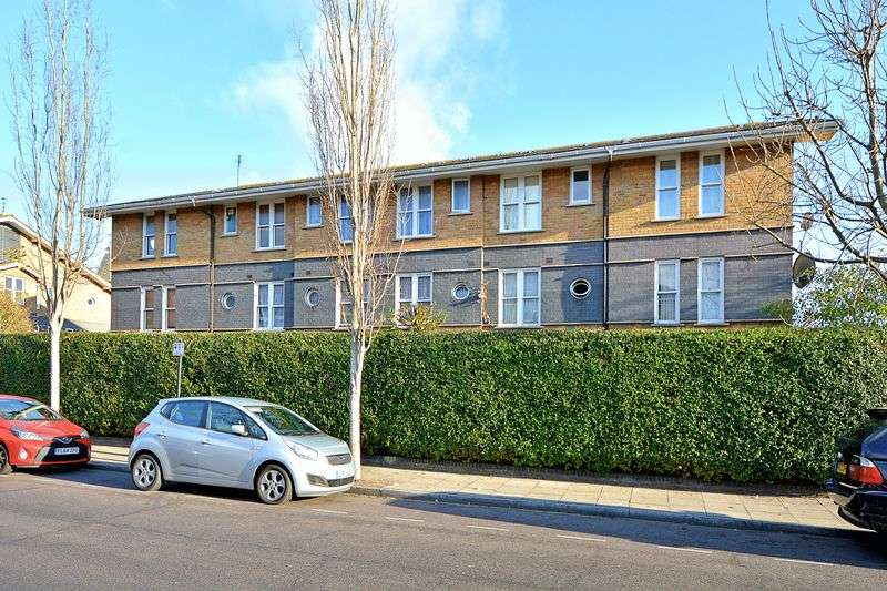2 Bedrooms Flat for sale in Leabank Square, Hackney Wick, London E9