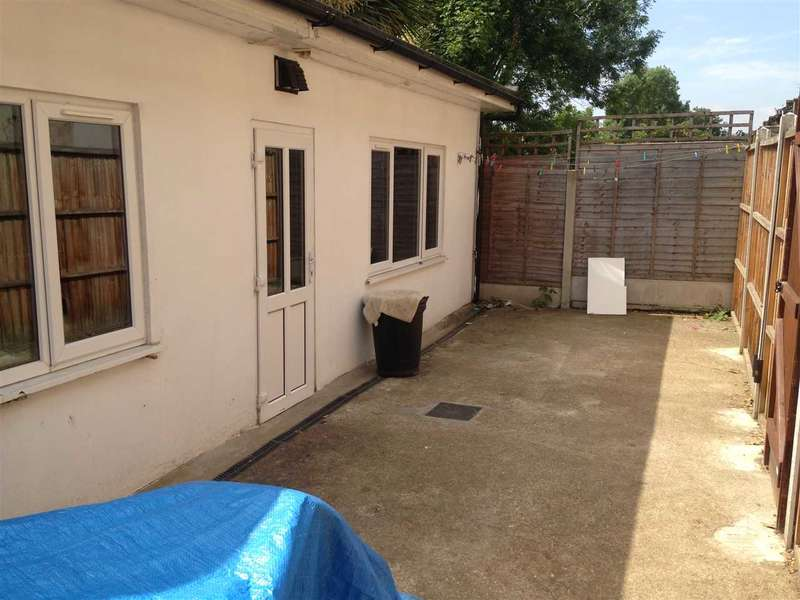 1 Bedroom Flat for sale in Empress Avenue, Ilford