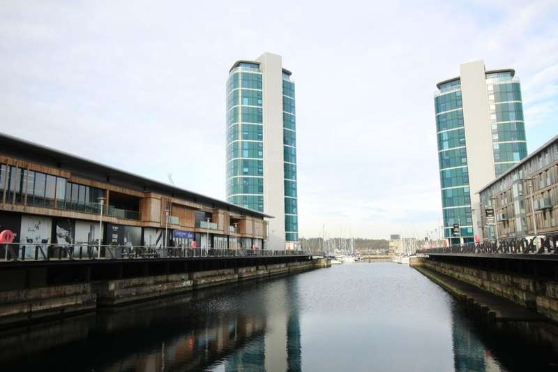 2 Bedrooms Flat for sale in The Wharf Dock Head Road, Chatham, ME4